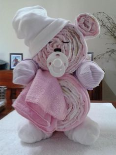 Fun Baby Shower DIY Party Ideas and instructions for how… Teddy Bear Diaper Cake. Fun Baby Shower DIY Party Ideas and instructions for how Baby Shower Ideas: Teddy Bear Diaper Cake. Regalo Baby Shower, Idee Baby Shower, Baby Shower Diapers, Baby Boy Shower, Baby Showers, Baby Shower Ideas Gifts, Baby Shower Diaper Cakes, Baby Shower Gifts To Make, Easy Baby Shower Cakes