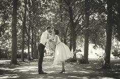 noni- schlichtes 50er Jahre Brautkleid mit Tüllrock und kleinen Ärmeln (www.noni-mode.de - Foto: Lichtbildgeschichten)