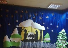 mohem Holiday Door Decorations, School Decorations, Xmas Crafts, Classroom Decor, Winter Wonderland, Cribs, Nativity, Wallpaper, Paintings