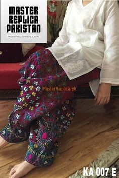 Designer Cotton Master Replica 2019 Check out this Outstanding Master Replica from the Latest Cotton Collection of your Favorite Designer Brand Fabric: Cotton Pc Unstitched) Embroidered Neck Fully Sleeves Designs For Dresses, Sleeve Designs, Blouse Designs, New Pakistani Dresses, Pakistani Dress Design, Pakistani Frocks, Dress Indian Style, Indian Outfits, Phulkari Pants