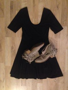 #OutfitIdea vestido negro mangas 3/4 #Forever21 botas cortas de gamuza y flecos #Zara / black dress + suede boots