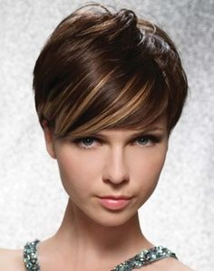 Short brown hair with blonde highlights is a great base for sassy, cute, sweet, and creative look Brown Pixie Hair, Brown Blonde Hair, Brown Hair With Highlights, Light Brown Hair, Brown Hair Colors, Blonde Highlights, Caramel Highlights, Copper Highlights, Dark Brown