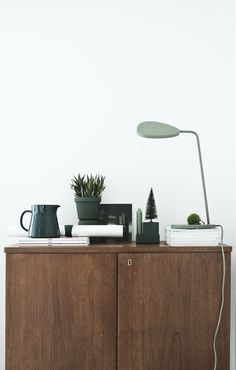 Great styling with the Muuto Leaf Table Lamp. Shop today at: http://www.nest.co.uk/product/muuto-leaf-table-lamp