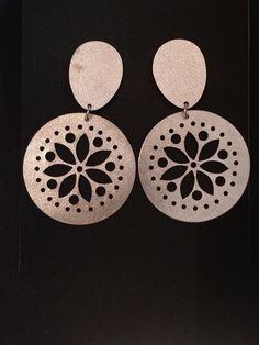 Aros plata Arenada (312) Copper Jewelry, Modern Jewelry, Artisan Jewelry, Handcrafted Jewelry, Laser Cut Jewelry, Polymer Clay Jewelry, Designer Earrings, Mandala, Jewelry Design