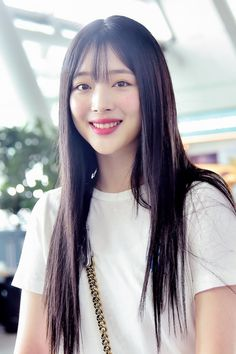 ASK K-POP Sulli, woman's romance 'long straight and jeans' South Korean Girls, Korean Girl Groups, Women Romance, Choi Jin, Korean Actresses, Forever Young, Kpop Girls, My Girl