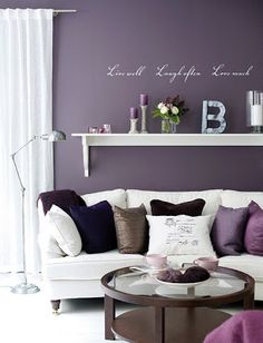 Continuando com as cores, berinjela, roxo, lilás ou violetas são ótimas pedidas. Acho que o primeiro segredo é se sentir bem, por se t...