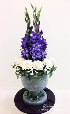 Sugar flowers arrangement  in an urn cake. - Cake by Sweet Couture