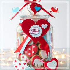 Büyük Boy Kavanozda Kalp Kurabiyeler. Sevgililer günü. Heart cookies in a jar. For love and for Valentines.