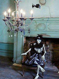Killer paper mache skeleton and wood coffin previously - Casas decoradas por dentro ...