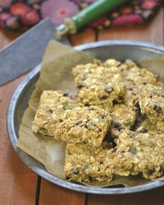 PUMPKIN SEED AND CHOCOLATE CHIP OATMEAL BREAKFAST BARS by Dreena Burton #vegan #snack