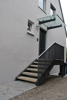 Railing outside staircase Staircase Outdoor, Staircase Railings, Outside Stairs, External Staircase, Sloped Backyard, Porch Steps, Stairs Architecture, Porche, Door Canopy