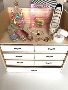 ALLセリアの段も自由に変えれるBOX|LIMIA (リミア) Diy And Crafts, Life Hacks, Easy Diy, Holiday Decor, Interior, Handmade, Yukari, Home Decor, Space