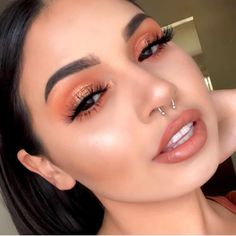 Soft coral eye makeup with flawless makeup. Romantic date night makeup look. Soft coral eye makeup with flawless makeup. Romantic date night makeup look. - Das schönste Make-up Glam Makeup, Coral Eye Makeup, Spring Eye Makeup, Flawless Makeup, Cute Makeup, Gorgeous Makeup, Pretty Makeup, Skin Makeup, Makeup Inspo