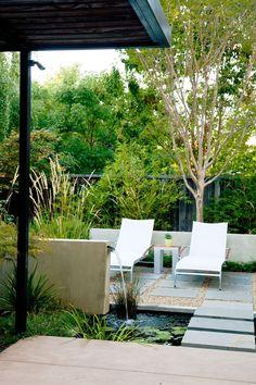 Jardines pequeños con encanto - Las nuevas tendencias para 2021 - Small Garden Landscape Design, Small Backyard Design, Small Backyard Landscaping, Landscaping With Rocks, Modern Landscaping, Backyard Ideas, Outdoor Rooms, Outdoor Living, Outdoor Furniture Sets