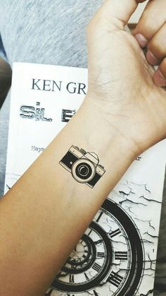 my favorite camera tattoo-hoping it can cover the butterfly on my foot - Tattoo-Ideen - Minimalist Tattoo Small Foot Tattoos, Foot Tattoos For Women, Tattoos For Guys, Tattoo Small, Finger Tattoos, Body Art Tattoos, Sleeve Tattoos, Cool Tattoos, Awesome Tattoos