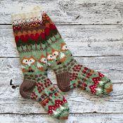 UtajärveläinenPirjo Huovisen, 35, kettusukat äänestettiin ET:n syksyn villasukkakilpailussa yleisön suosikeiksi. Katso sukkien ohjeet artikkelin... Knitting Designs, Knitting Projects, Knitting Patterns, Crochet Mitts, Knit Or Crochet, Wool Socks, My Socks, Fair Isle Knitting, Knitting Socks