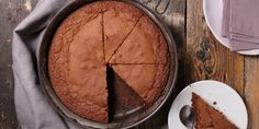 Τον γύρο των κοινωνικών δικτύων κάνει η συνταγή για το «καλύτερο κέικ σοκολάτας» που μοιράστηκε στο TikTok μία χρήστρια. | GASTRONOMIE | iefimerida.gr | ΚΕΙΚ, κέικ σοκολάτας, συνταγή Bolo Frozen, Frozen Cake, Amazing Chocolate Cake Recipe, Chocolate Cake Mixes, Food Cakes, Matilda Chocolate Cake, Baby Food Recipes, Cake Recipes, Glaze For Cake