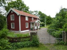 IT'S PERFECTION! A swedish cottage, a red fence, a mast for the flag,...