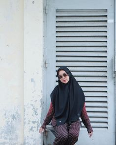 """316.5rb Suka, 1,302 Komentar - RICIS (@riaricis1795) di Instagram: """"terimakasih 2019, begitu banyak pelajaran yg saya dapati. kekuatan yg saya raih hingga saya siap…"""" Kebaya Muslim, Photo Credit, Turtle Neck, Sweaters, Maid, Idol, Stickers, Wallpaper, Instagram"""