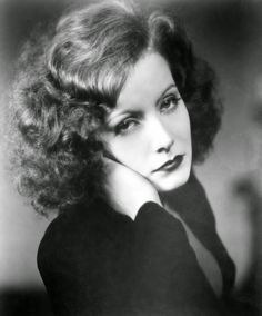 Greta Garbo wore a glam curly hairstyle in the 1920s with a side-part