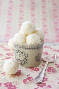 White Chocolate, Vanilla & Coconut Truffles.