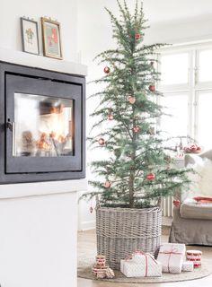 Kurv til juletræ og juletræstæppe i natur - Ib Laursen