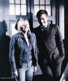 "349 curtidas, 2 comentários - ❍ Doctor Who ❍ (@doctor.dances) no Instagram: ""» david and camille having a laugh behind the scenes 🖤"""