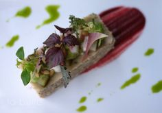 Millefeuille de tourteau, céléri, pomme Granny, pétales de radis red meat Restaurant La bulle 48 rue Louis Blanc Paris Xe