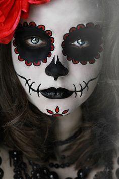 Coole Halloween Make Up Ideen! Sugar Skull Halloween, Visage Halloween, Maquillage Halloween Clown, Sugar Skull Make Up, Halloween Skull, Halloween Costumes, Makeup Clown, Dead Makeup, Skull Makeup