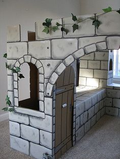 Cardboard Box Crafts, Cardboard Playhouse, Cardboard Castle, Paper Crafts, Castle Party, Castle Painting, Medieval Party, Knight Party, Trunk Or Treat