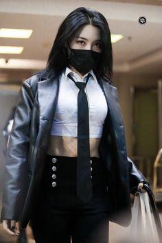 Korean Girl Photo, Korean Girl Fashion, Blackpink Fashion, Kpop Fashion Outfits, Tomboy Fashion, Stage Outfits, China Fashion, Korean Outfits, Mode Swag