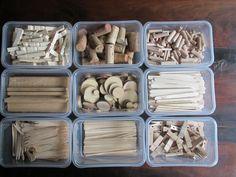 Loose parts 01. Ik heb loose parts verzameld en in doosjes gestopt. Nutsschool Maastricht.