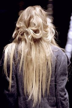 58 super Ideas holiday makeup for blondes long hair Brown Hair Balayage, Blonde Ombre, Ombre Hair, Blonde Hair, Ice Blonde, Gray Hair, Messy Hairstyles, Pretty Hairstyles, Straight Hairstyles