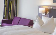 Booking.com: Hilton Garden Inn Vienna South , Wien, Österreich - 855 Gästebewertungen . Buchen Sie jetzt Ihr Hotel! Sofa, Couch, Austria, Places To Go, Holiday, Furniture, Home Decor, Lounge Seating