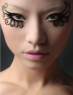 Some kinda crazy false lashes. I thought it was eyeliner at first but you can see the shadows if you look closely.