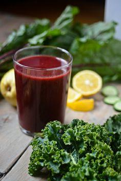 1 betterave moyenne 4 feuilles de chou Kale 1 poire 1 gros concombre 1 petit morceau de gingembre 1/4 de citron