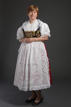 Čechy Ethnic Clothes, Ethnic Outfits, Bohemian Costume, Strange Flowers, Costumes Around The World, Folk Style, Folk Clothing, Folk Fashion, Folk Costume