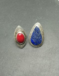 I made this rings using Art Clay Silver 999 and silver The stones are coral and lapis lazuli. Lapis Lazuli, Jewelry Art, Class Ring, Gemstone Rings, Silver Rings, Jewelry Making, Coral, Stones, Handmade