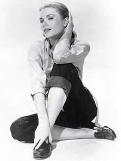 Grace Kelly with Tod's Loafer Grace Kelly Mode, Grace Kelly Style, Tim Walker, Audrey Hepburn, Classic Hollywood, Old Hollywood, Glamour, Best Loafers, How To Wear Loafers