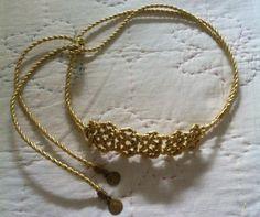 Cinturón con cordón de hilo dorado