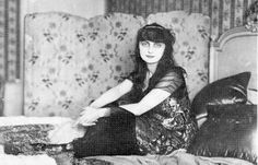 """Anne Elisabeth Mathieu de Noailles (1876-1933), came to Sicily in 1908, when she was 32. There she visited Palermo, Siracusa, Catania and Agrigento, interested in the Greek culture. She wrote """"L'Enchantement de la Sicile""""."""