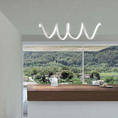 Vuoi illuminare le stanze con stile? Scopri il Lampadario a Led LEA Sikrea: un ricciolo luminoso perfetto in soggiorno, cucina, entrata e corridoio!