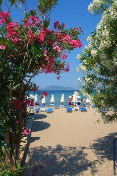 santorini, greece #Amazing #Travel #Photos mindfultravelbysara.com