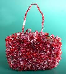 I love the look of this fluffy recycled plastic bag pocketbook. (No longer shown on the linked site.) No tutorial, but great idea for different applications. Plastic Bag Crafts, Recycled Plastic Bags, Craft Projects, Projects To Try, Craft Images, Unique Purses, Repurposed, Purses And Bags, Upcycle