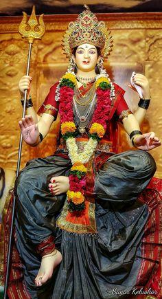 Navratri Puja will help you overcome all your negativities. Flourish with wealth on this Navratri by offering Homam to Lakshmi, Saraswathi & Durga. Lord Durga, Durga Ji, Saraswati Goddess, Goddess Lakshmi, Shiva Shakti, Lord Shiva, Maa Durga Photo, Maa Durga Image, Maa Image