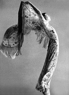 Anjelica Huston; Missoni, Vogue Italia, 1971.