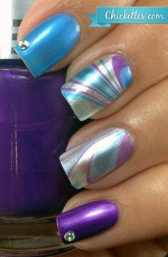 Water Marble Nail Art - These are beautiful! I LOVE the display. - Water Marble Nail Art – These are beautiful! I LOVE the display of the two diffe - Get Nails, Fancy Nails, Love Nails, Pretty Nails, Nail Deco, Manicure Gel, Shellac Nails, Acrylic Nails, Water Marble Nail Art