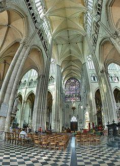 La catedral de Nuestra Señora de Amiens, es el edificio gótico más grande de Francia y su nave es la más alta del mundo.