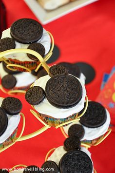 Original and Mini Oreos make the cutest, but SIMPLEST Mickey Mouse cupcakes! ~ I love cupcakes because I suck at baking cakes but cupcakes always turn out:) Mickey Mouse Bday, Mickey Mouse Clubhouse Birthday, Mickey Party, Disney Birthday, Pirate Party, Mickey Mouse Cupcakes, Birthday Parties, Birthday Ideas, 2nd Birthday