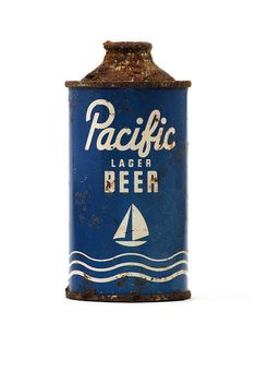 Love everything about this. Except perhaps the contents, which are probably a bit flat by now. Vintage Packaging, Beer Packaging, Vintage Labels, Brand Packaging, Packaging Design, Branding Design, Beverage Packaging, Ui Design, Beer Cans